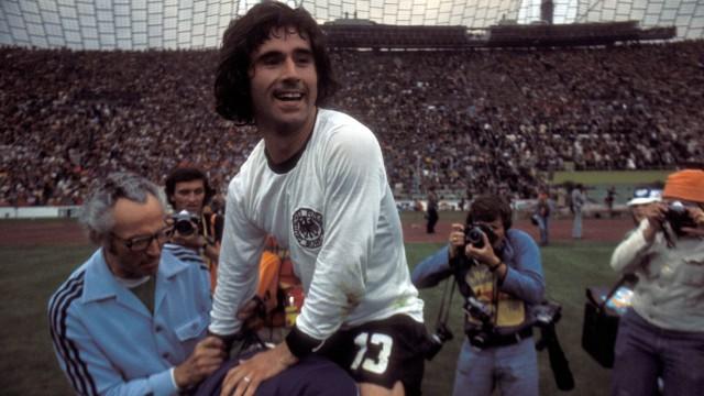 Schlußjubel BR Deutschland Gerd Müller wird gefeiert; Gerd Müller, WM 1974