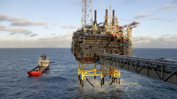 FILE PHOTO: Oil and gas company Statoil gas processing and CO2 removal platform Sleipner T is pictured in the offshore near the Stavanger