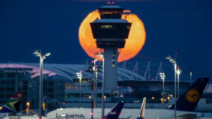Blutmond am Flughafen München