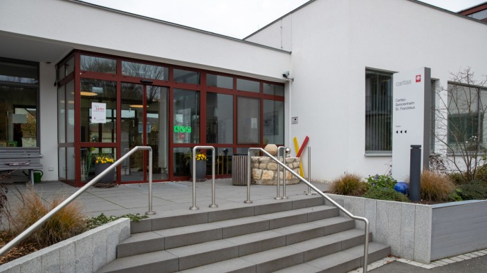 Das Seniorenheim St. Franziskus in Berching im Landkreis Neumarkt in der Oberpfalz wird von der Caritas betrieben. Dort sind mehrere Menschen an Covid-19 erkrankt.