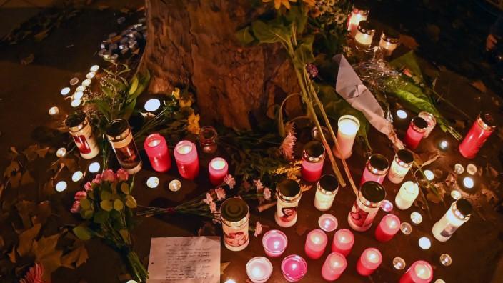 Anschlag in Wien: Österreich trauert um die Opfer: Blumen und Kerzen am Anschlagsort in Wien.