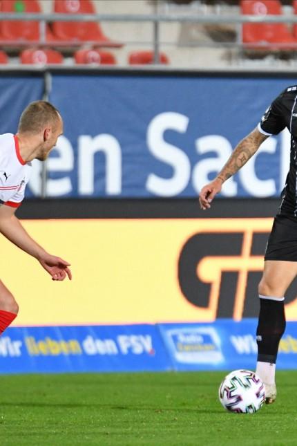 Sercan Sararer (Tuerkguecue Muenchen) re. und Julius Reinhardt (FSV Zwickau) li., FSV Zwickau vs. Tuerkguecue Muenchen,