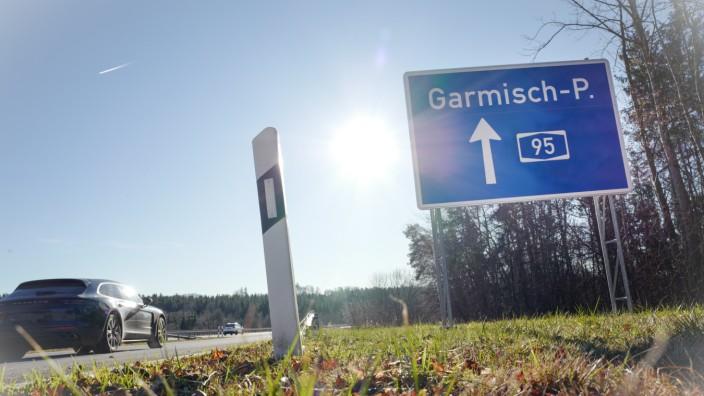 Autobahnschild auf der A95 bei München, 2020