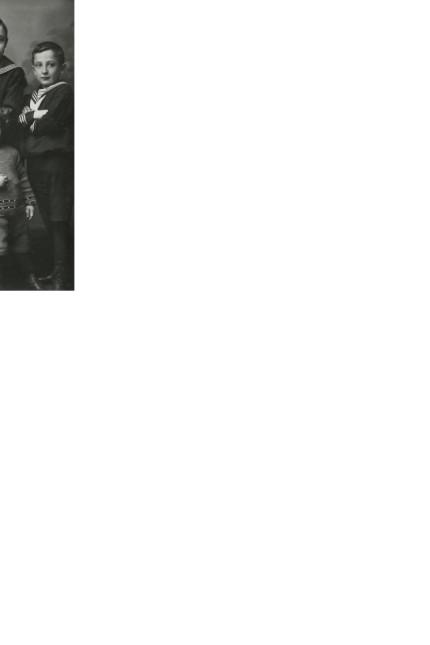 Robert Mühlstein (rechts) mit seinem Bruder Josef Viktor (1939 Flucht nach Palästina, 1946 Rückkehr), seiner Schwester Anna (1944 ermordet in Auschwitz), seinem jüngsten Bruder Hanus Alfred (1944 ermordet in Auschwitz). Robert Mühlstein (right) wit