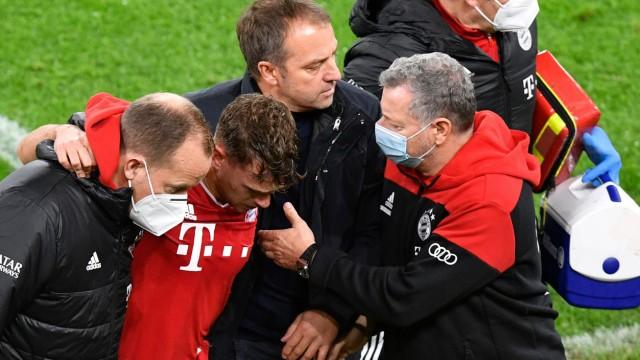 FC Bayern: Joshua Kimmich wird nach einer Verletzung gegen Borussia Dortmund ausgewechselt