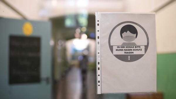 Einweg-Schutzmasken für Berliner Schulen