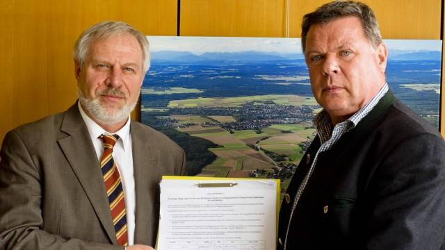 Unterschriften gegen Berufsschulbau Pöring