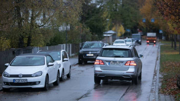 Unterföhring: die beengte Situation in der Aschheimer Straße auf Höhe des Einheimischen-Modells