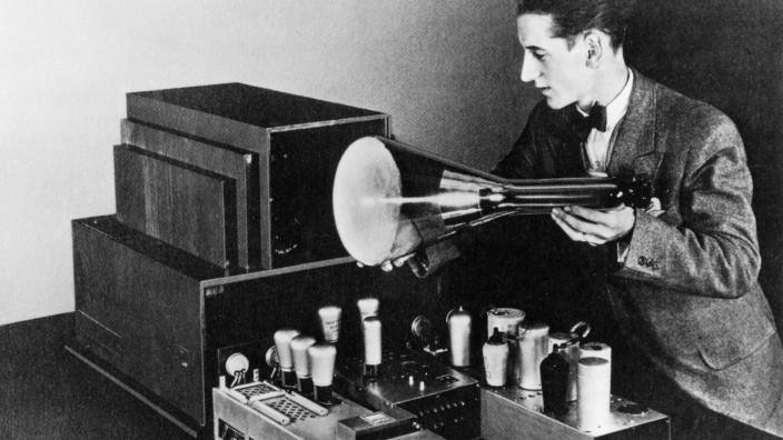 Loewe: Manfred Baron von Ardenne (hier im Jahr 1931) entwickelte Elektronenröhren für Loewe.