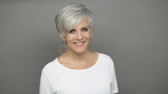 Birgit Schrowange trägt ihre Haare jetzt grau