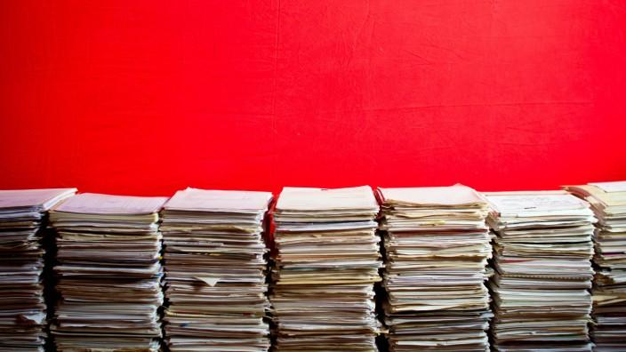 altpapier,aktenstapel,papierstapel *** recycled paper,file pile,paper stack frc-inl