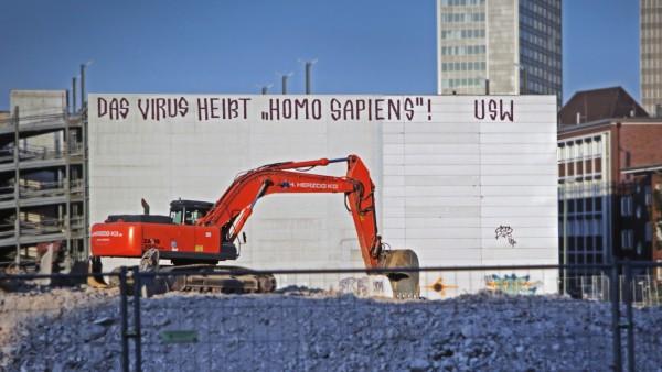 Graffiti an einem Abrisshaus in der Essener Innenstadt