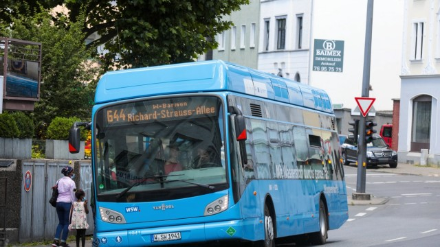 Wuppertaler Wasserstoffbus Neuer Wasserstoffbus fährt in Wuppertal erstmals emissionsfrei im Linienbetrieb. Wuppertal N