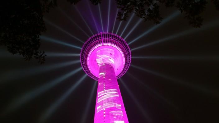 Lichtshow am Düsseldorfer Rheinturm