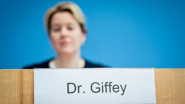 Bundesfamilienministerin Franziska Giffey bei einer Pressekonferenz