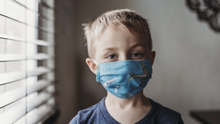 Portrait of young school aged boy with mask on with at home San Diego, CA, United States PUBLICATIONxINxGERxSUIxAUTxONL