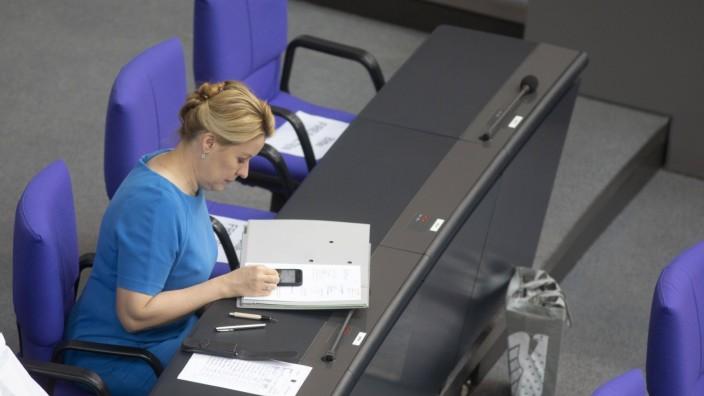 Deutschland, Berlin, Bundestag, 167. Sitzung, Familienministerin Franziska Giffey SPD, 19.06.2020 *** Germany, Berlin,