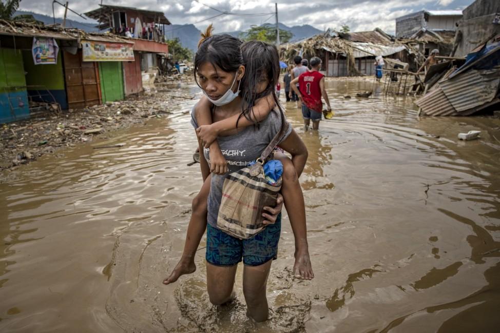 ***BESTPIX*** Residents Return In The Aftermath Of Typhoon Vamco