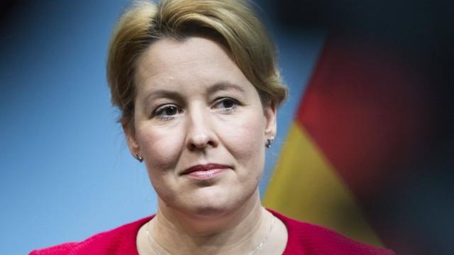 Bundesfamilienministerin Franziska Giffey und Bundesministerin fuer Bildung und Forschung Anja Karliczek (nicht im Bild