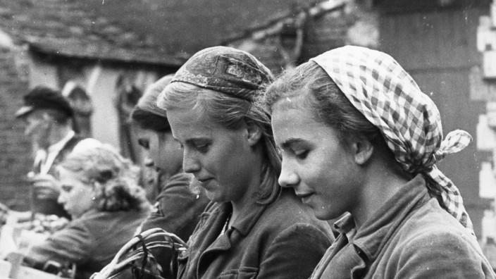 BDM-Mädel bei der Ernte, 1939