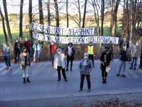 Wörthsee: Kuckuckstrasse - Protest gegen bevorstehende Waldrodung