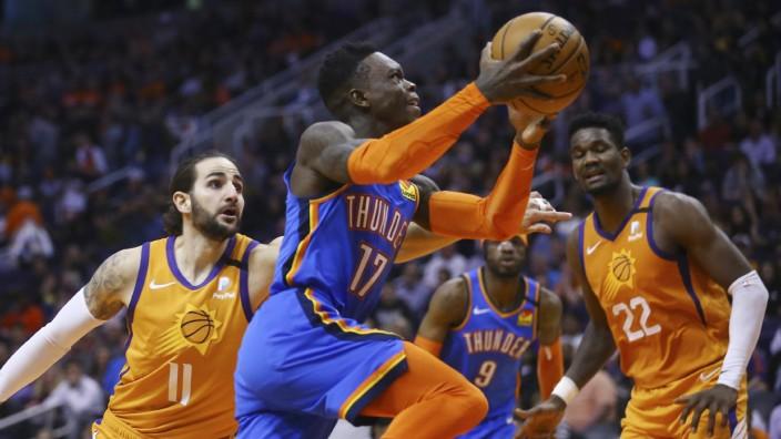 NBA: Dennis Schröder von Oklahoma City Thunder im Spiel gegen die Phoenix Suns