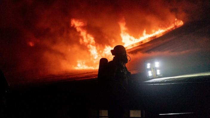 15.11.2020, Berlin, Deutschland, GER - Feuerwehreinsatz im U-Bahnhof Onkel Toms Hütte in Berlin. . *** 15 11 2020, Berl