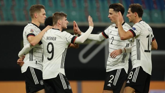 Matthias Ginter, Timo Werner 3:1, Robin Koch, Leon Goretzka / Freude / Emotion / jubelnd / Jubel nach 3:1 / / Fußball F