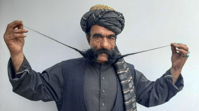 Schnurrbart macht afghanischen Schneider zur Berühmtheit