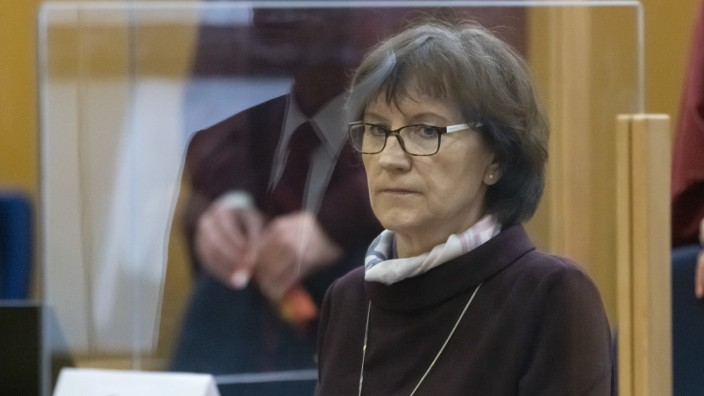 Prozess im Mordfall Lübcke: Irmgard Lübcke im Gerichtssaal