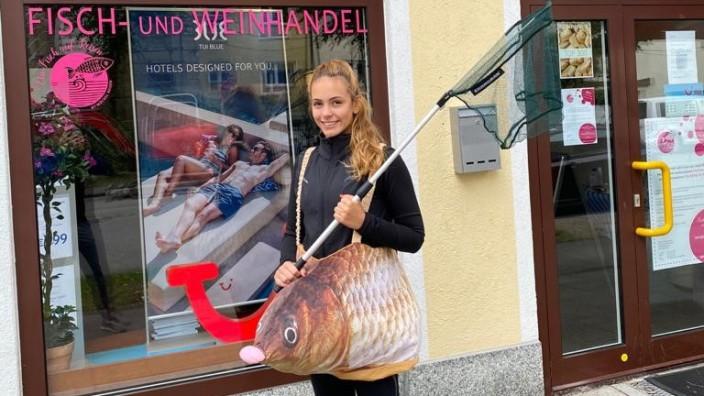 Ein Reisebüro in München verkauft nun Fisch.