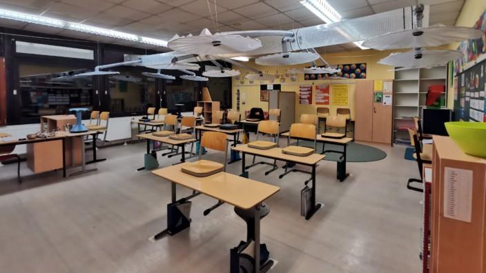 Schule und Corona: Eine selbstgebaute Filteranlage in einem Klassenzimmer