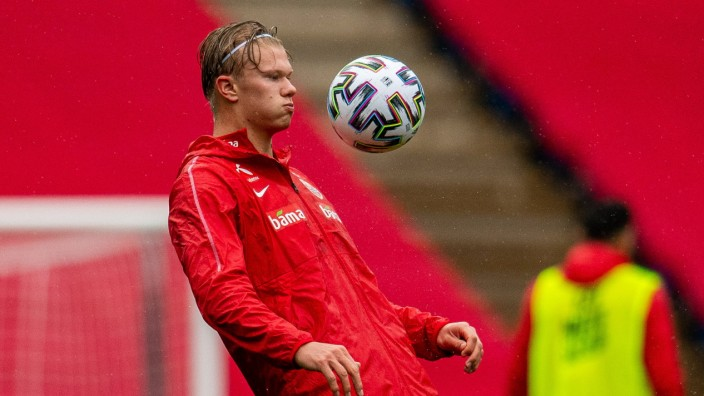 Sport Bilder des Tages 201006 Erling Braut Haaland of the Norwegian national football team during a training session on