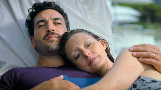 """Szene aus dem Film """"Was wir wollten"""" mit Elyas M'Barek und Lavinia Wilson"""