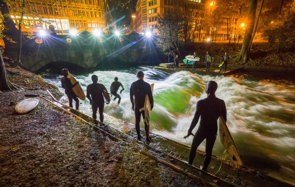 Surfen bei Nacht