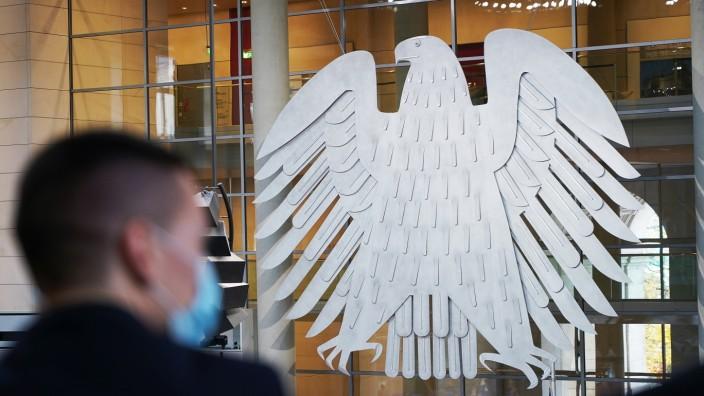 Bundestag; Sicherheitsbeamter während der Corona-Pandemie