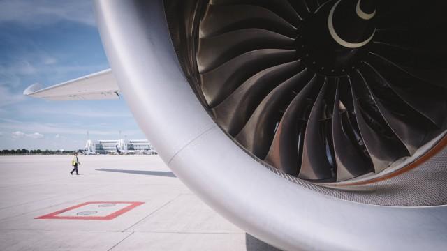 Bewegungsflug der Lufthansa während Corona-Stillstand am Flughafen München, 2020