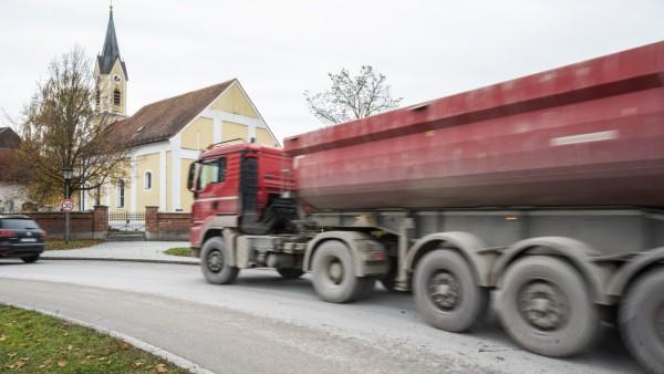 Haar, Quetschwerk Mühlhauser, ständiger LKW-Verkehr, in Gronsdorf und Salmdorf,