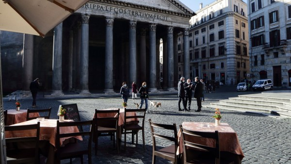 November 19, 2020 - Rome, Italy- During the second phase of the pandemic and the partial lockdown, the centre of Rome ap