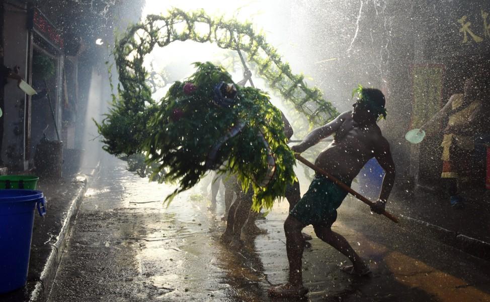 Wasserdrachentanz in China