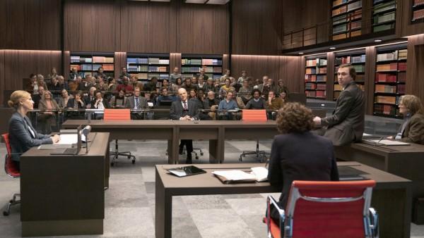 """""""Gott"""" von Ferdinand von Schirach: Szene aus dem Gerichtssaal"""