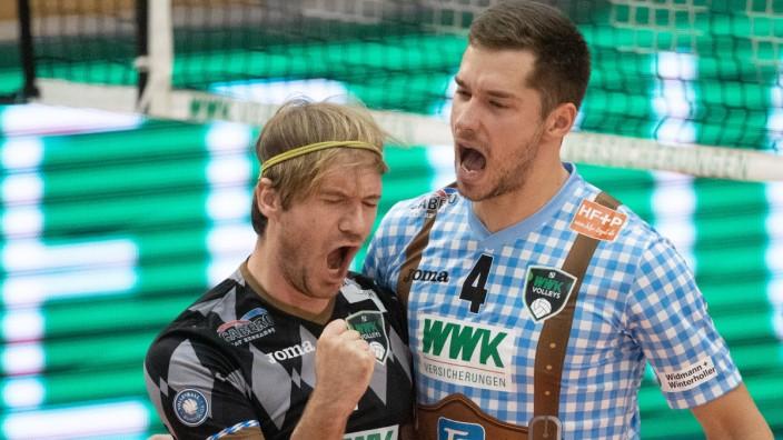 Ferdinand TILLE ( 7, HER) und Tim PETER ( 4, HER). Volleyball, WWK Volleys Herrsching - VfB Friedrichshafen, 4. Spieltag; tille peter herrsching