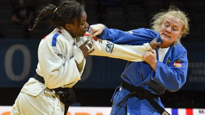 MADELEINE MALONGA of France (left) and LUISE MALZAHN of Germany fight during women s under 78kg game within the Europea
