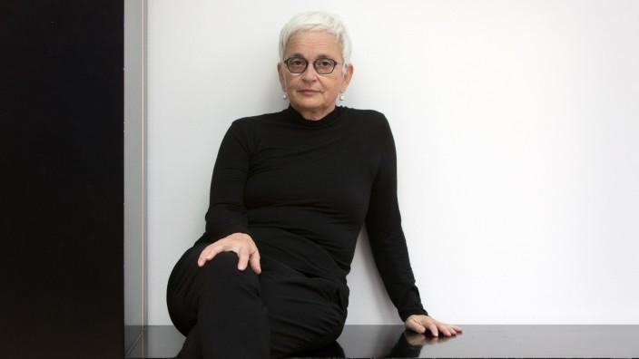 Neue Intendantin der Münchner Kammerspiele Barbara Mundel im Foyer der Therese-Giehse-Halle