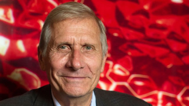 Ulrich Wickert bei Interview zu Scholl-Latour-Preis