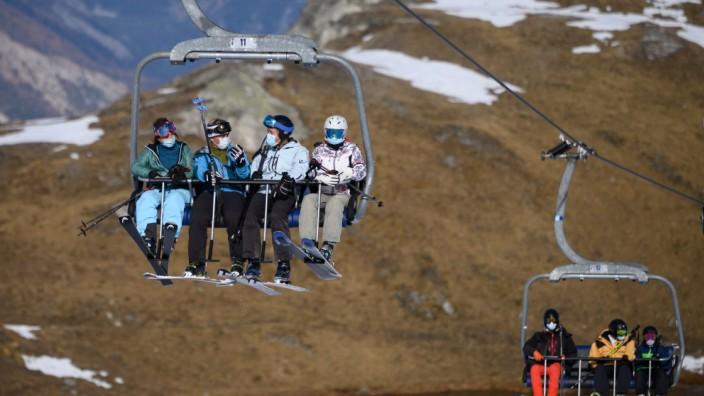 """Skifahren und Corona: """"Sorgen auf die Stirn"""": Bisher laufen in den Alpen die Lifte nur in der Schweiz (hier in Verbier). Österreich will Weihnachten nachziehen."""