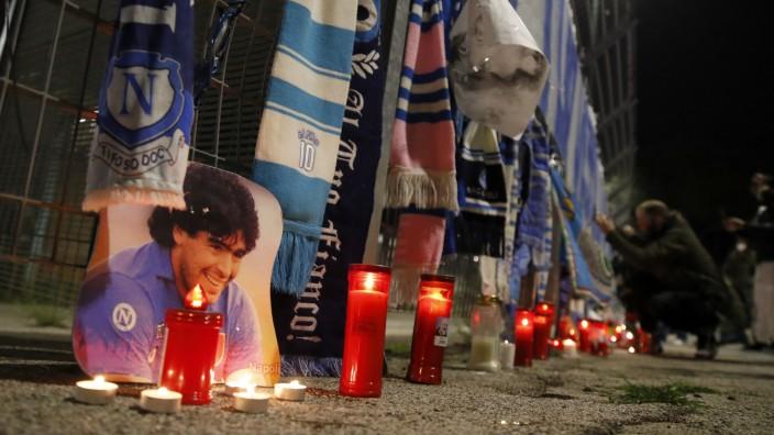 Trauer um Fußball-Ikone Diego Maradona - Italien