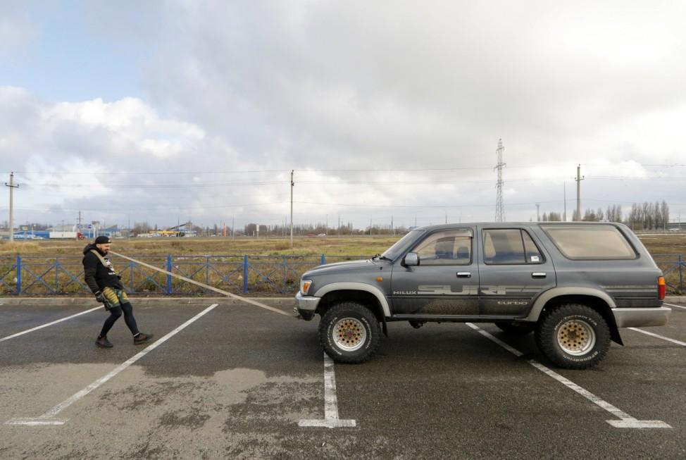Trialist Pavel Prikhodko pulls an off-road vehicle using his teeth in Stavropol Region