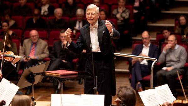 Dirigent Herbert Blomstedt bei Proben und im Konzert mit den BR-Symphonikern