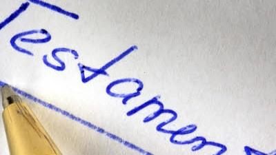 Erbschaftsteuer: Es ist weitaus rentabler das Eigentum zu verschenken, als es zu vererben: Denn dann kann die Erbschaftsteuer umgangen werden.